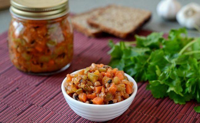 Фасоль в томатном соусе с луком и морковью по-монастырски