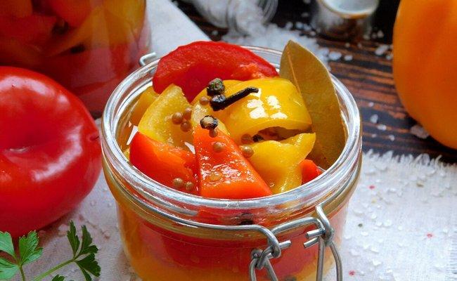 Маринованный болгарский перец в масле с чесноком на зиму без стерилизации