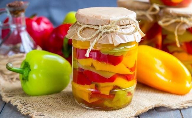 Вкусный маринованный перец дольками на зиму – рецепт с уксусом и зеленью