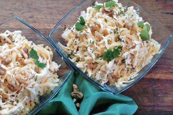 Салат «Купеческий» с курицей и ананасами