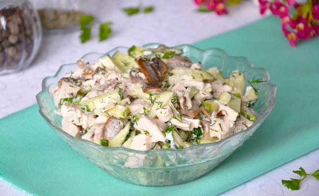 Необычный вариант салата Купеческий с консервированными персиками