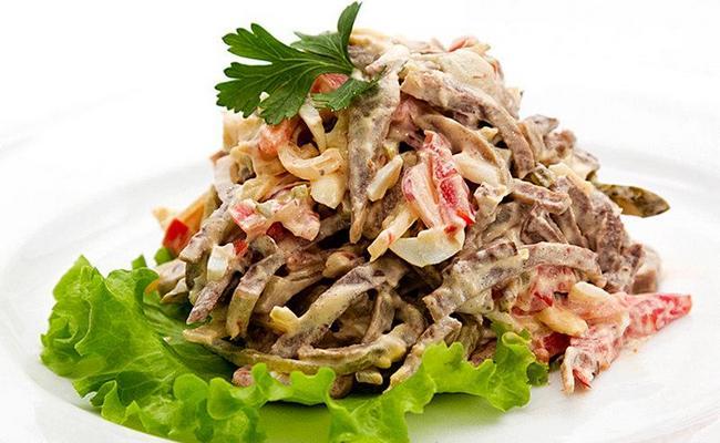Необычный мясной салат Рыцарский с языком