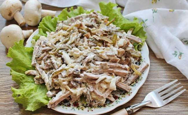 Вкусный и полезный салат с языком и грибами Рыцарский