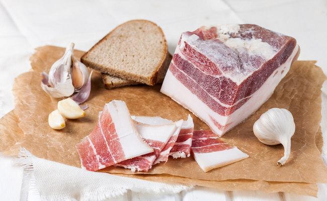 Солёное сало с мясной прослойкой без рассола в банке – вкусно и быстро