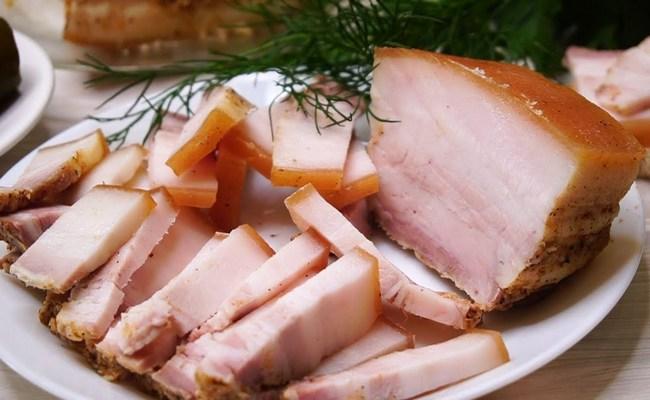 Солим сало с мясной прослойкой в рассоле «Пятиминутка» для идеальной закуски по шагам
