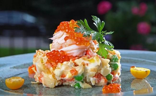 Яркий праздничный салат Королевский с креветками